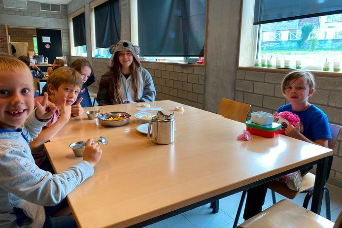 Voor een activiteit zoals het versieren van cupcakes maken de begeleiders van FantASStisch een uitgebreid stappenplan.