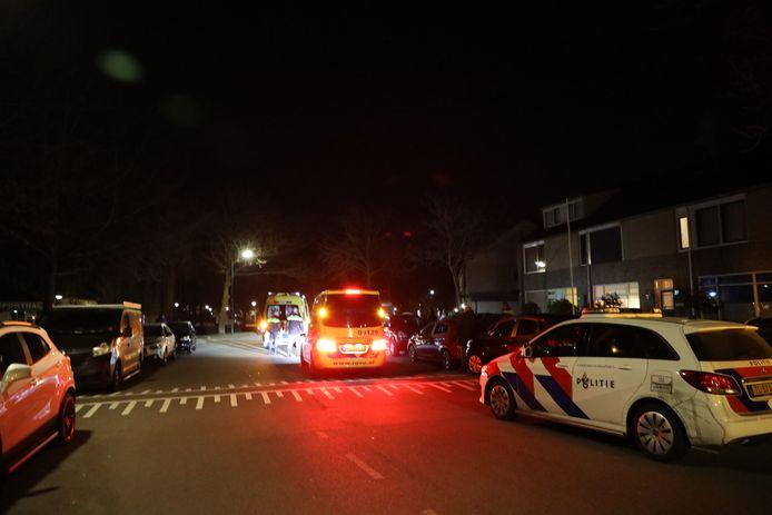 Een ambulance arriveert in de Blauwe Reiger.