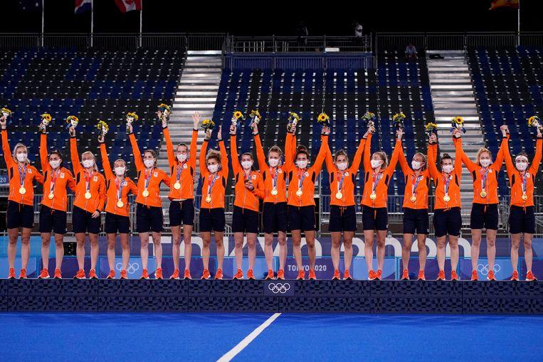 De Nederlandse hockeysters vieren de winst. Beeld AP