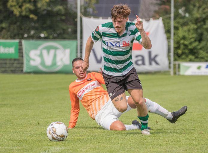 Celino Davidse als voetballer namens Zeelandia Middelburg in actie tegen Patrijzen.