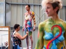 World Bodypainting Festival: over grote borsten en dat daar geen bloemen op passen