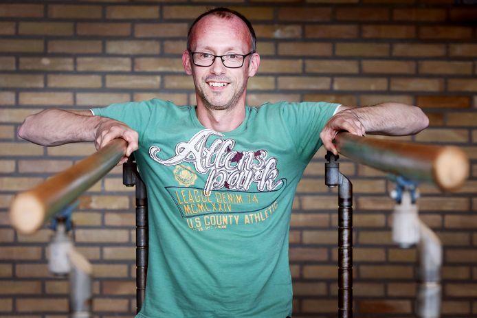 Voorzitter Richard Weijers van gym- en turnvereniging Dio. De club besloot in 2001 te stoppen met wedstrijden op districts- en landelijk niveau en ziet turnen sindsdien vooral als middel om sterk en vrolijk te worden, niet als doel op zich.