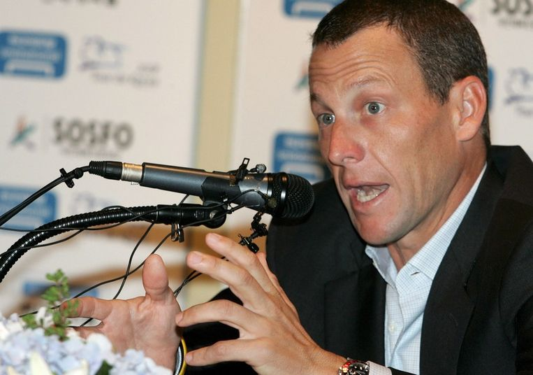 Lance Armstrong tijdens een persconferentie voorafgaand aan zijn deelname aan de Tour van Korea, in 2007. Beeld EPA