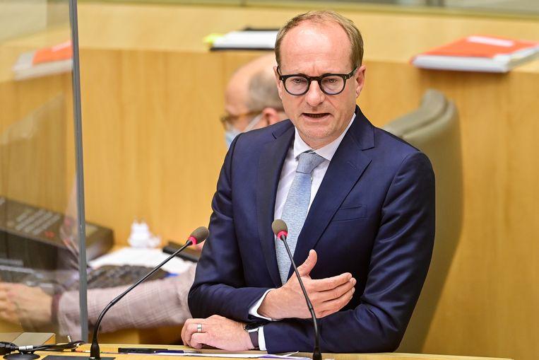 Minister Weyts: 'Ik ben tegen links spijbelen, tegen rechts spijbelen en tegen averechts spijbelen.' Beeld BELGA
