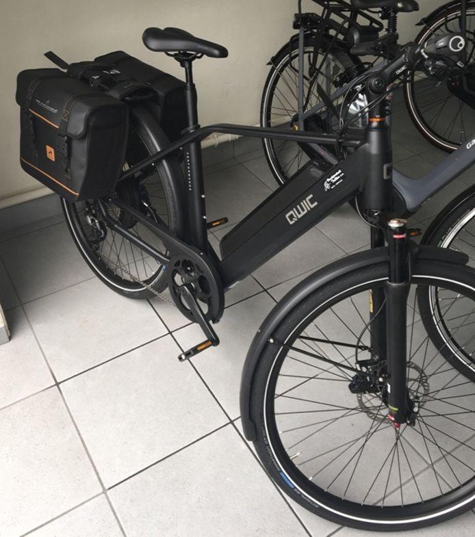 De gestolen fiets van de inspecteur van de lokale politie Polder. De elektrische tweewieler werd dinsdag rond 16 uur ontvreemd op de koer van het politiecommissariaat in Diksmuide.