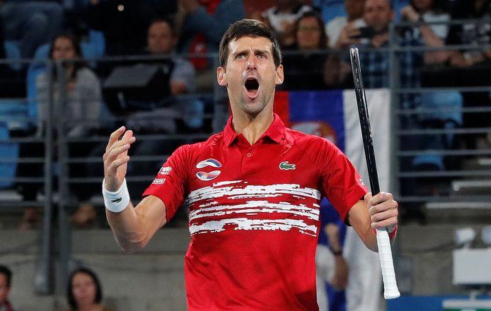 Novak Djokovic célébrant la victoire, dimanche, après s'être imposé lors du double décisif