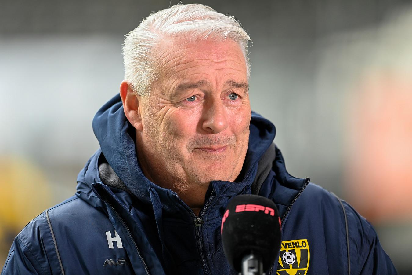 Hans de Koning.   VVV trainer Hans de Koning before the match