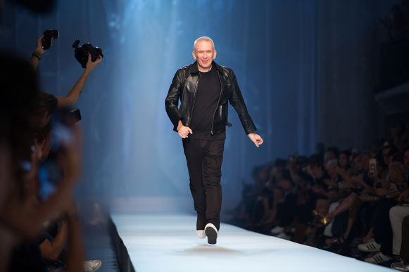 Jean-Paul Gaultier tijdens Paris Fashion Week in 2018.
