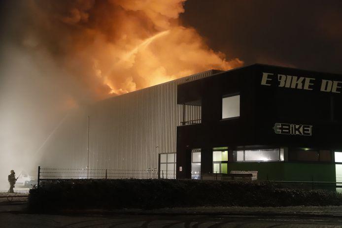 De brand in een bedrijfspand in Cuijk.