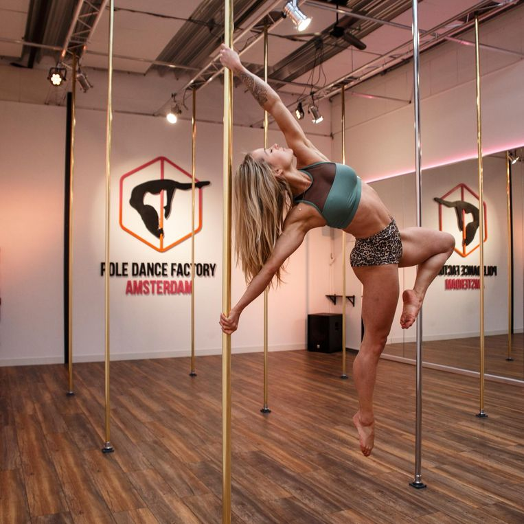 The Poledance Factory Beeld Carly Wollaert
