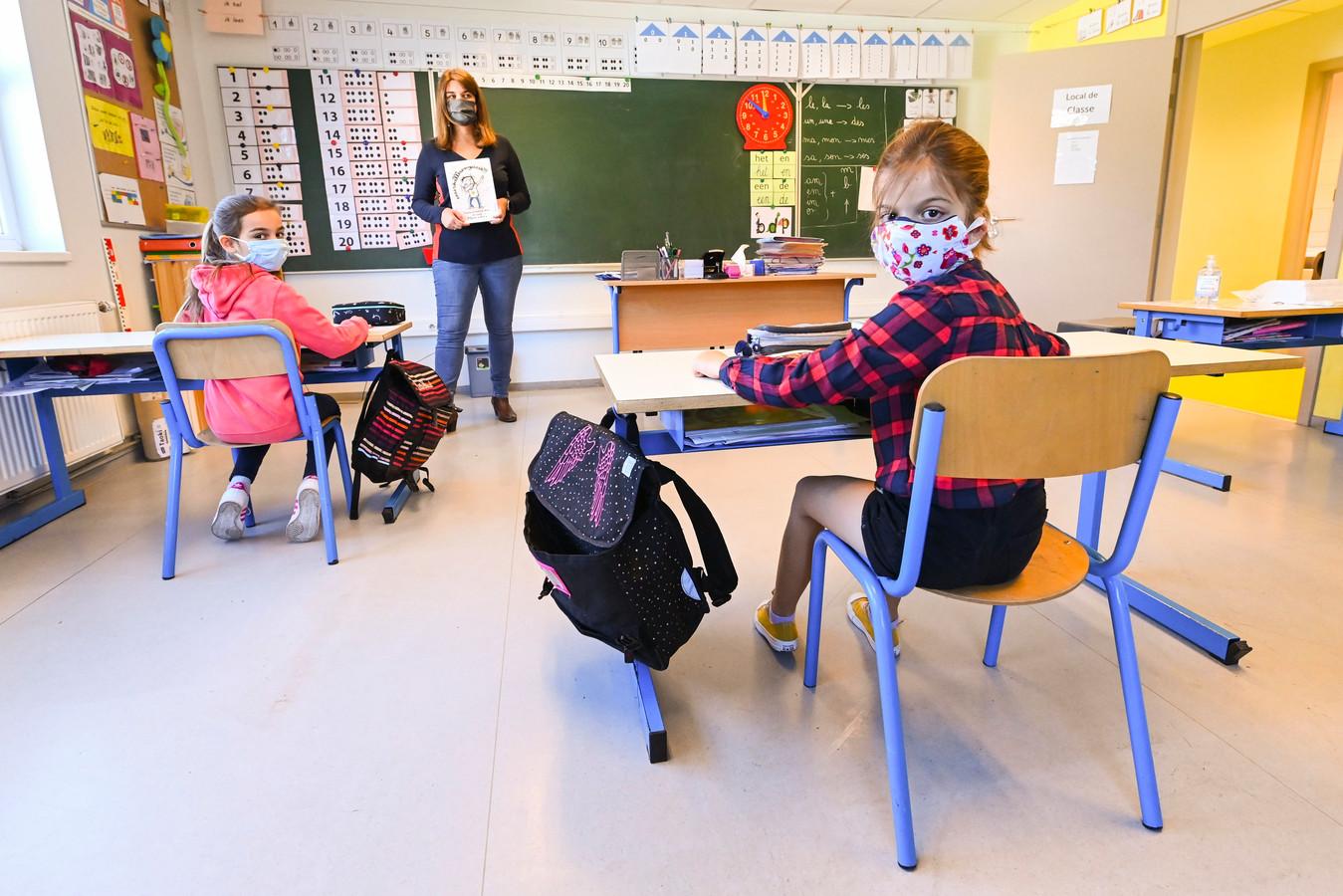 Een mondmasker in de klas: voor het vijfde en zesde studiejaar wordt het verplicht, al zeker tot aan de paasvakantie.