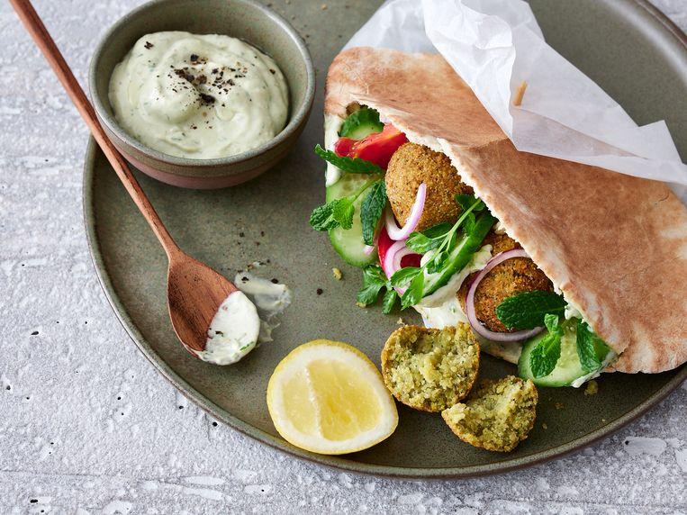 Met dit veganistisch recept kan je fantastische falafel zelf maken. Beeld Hannes Vandenbroucke
