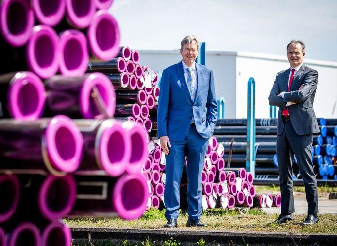 Bestuursvoorzitter Peter Rietberg (links) en ceo Joop Sassen van de Zwijndrechtse Van Leeuwen Buizen Groep.