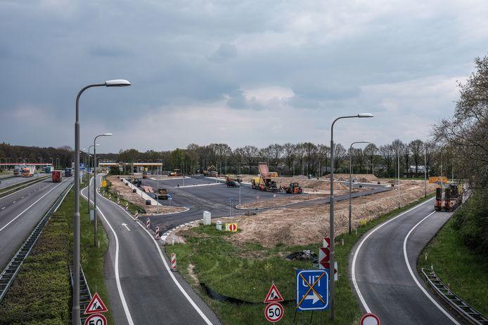 De nieuwe parkeerplaats langs de A12 gaat plaats bieden aan 26 vrachtwagens en 20 personenauto's