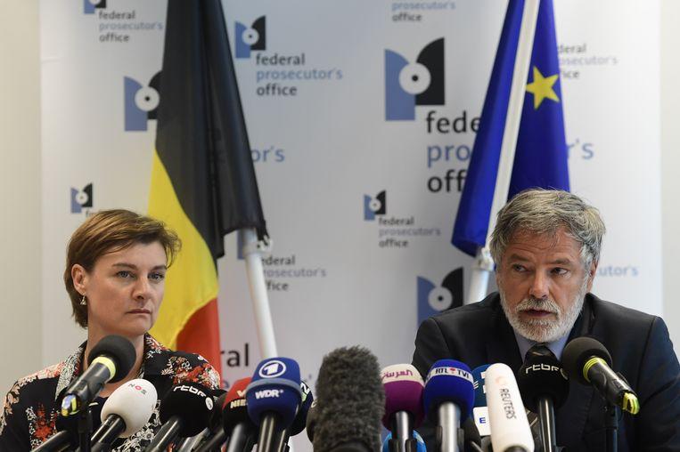 Parketwoordvoerders Wenke Roggen en Eric Van der Sypt tijdens de persconferentie vanmorgen.