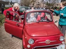 Bewoners Malderburch genieten van rit door regio in zeventig oldtimers