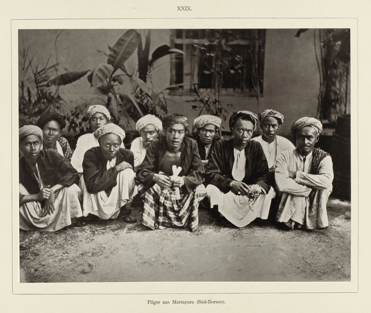 Groepsportret van Nederlands-Indische pelgrims uit Martapura (Zuid-Borneo), Djeedda. Beeld Christiaan Snouck Hurgronje
