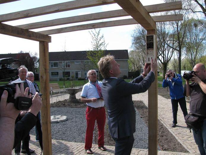 Burgemeester Buijs opent generatietuin