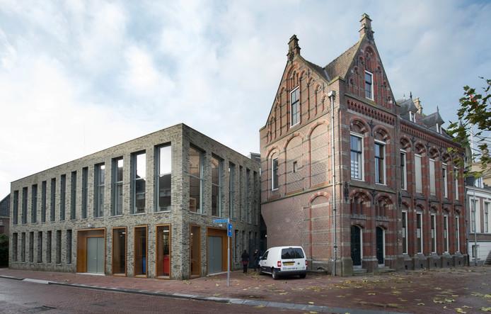Het stadhuis van Wageningen, met linksboven de raadszaal.