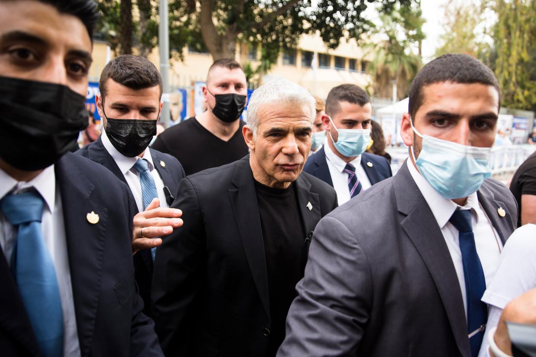 Het is de bedoeling dat Yair Lapid begint als minister van Buitenlandse Zaken en in 2023 het stokje van Naftali Bennett overneemt als premier.  Beeld Amir Levy/Getty Images