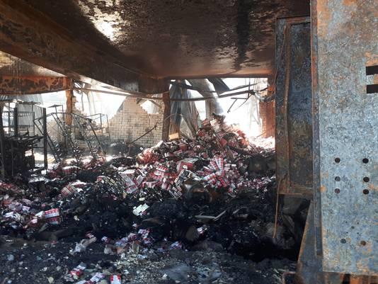 In het pand dat maandag afbrandde in Bergen op Zoom zat een illegale sigarettenfabriek.