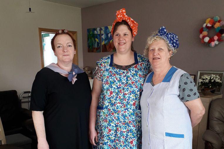 De drie verzorgenden Marleen, Suzy en Ria trokken voor de gelegenheid kledij van vroeger aan.