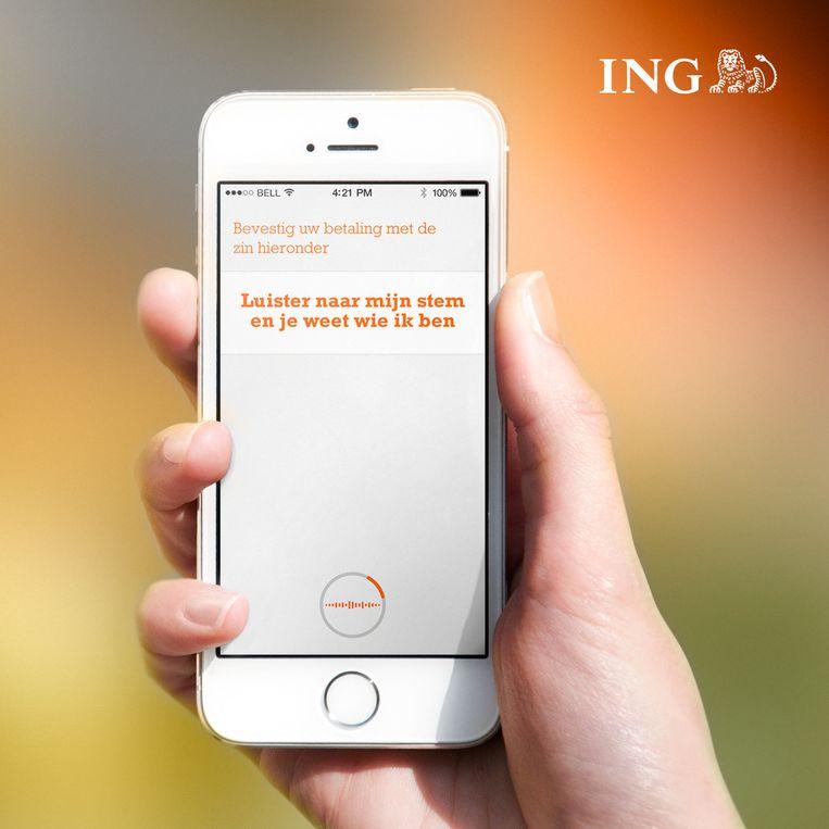 Klanten van ING hoeven geen pincode meer in te toetsen. Hun iPhone herkent hun stem. Beeld ING