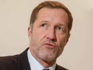 Magnette n'a pas eu l'intention d'exclure des partis politiques, assure Marcourt