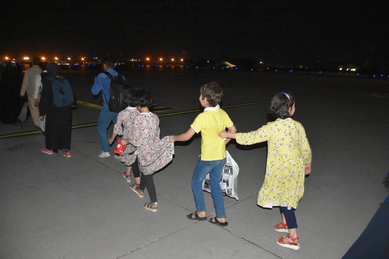 Een Turkse evacuatie op de luchthaven van Kaboel Beeld Anadolu Agency via Getty Images