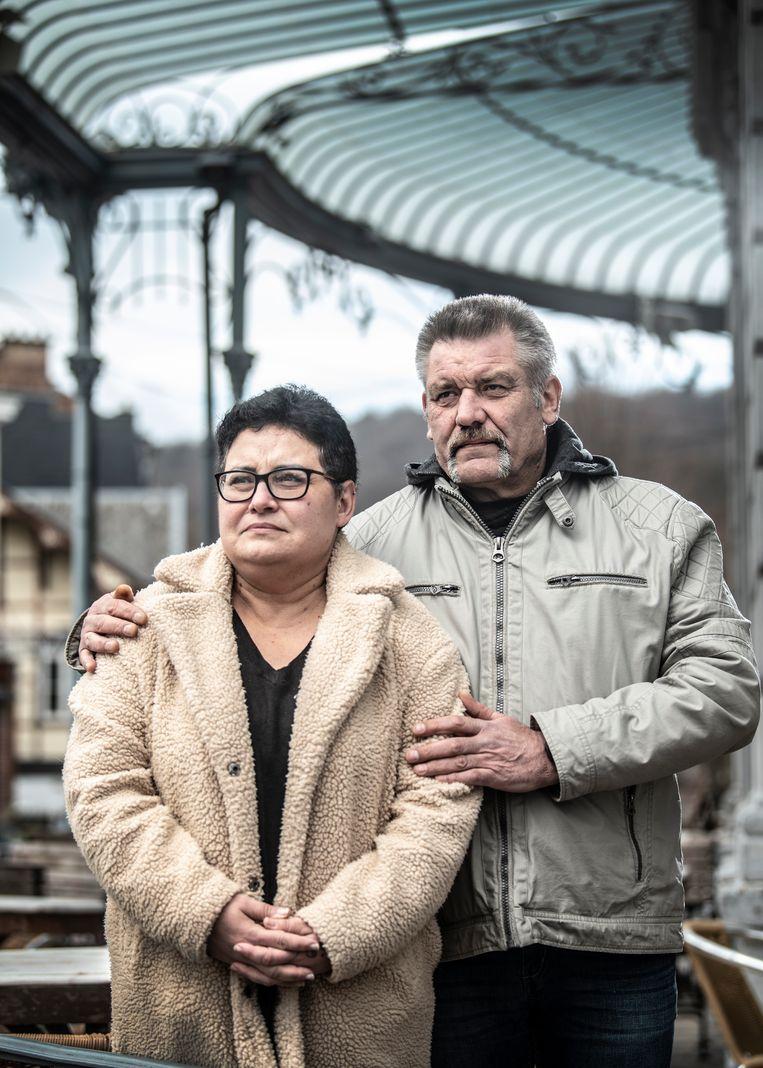 Moeder Chantal Mahieu: 'Ik ging ervan uit dat wat de peters en meters van Axel ons vertelden de waarheid was. We waren geschokt toen agenten ons aanraadden om het daar niet bij te laten: 'U moet zijn dood laten onderzoeken.'' Beeld Marco Mertens