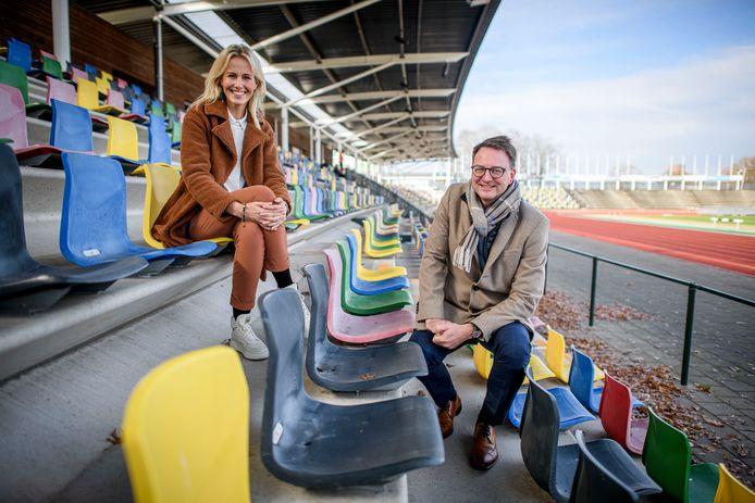 Maaike Heethaar en de Hengelose wethouder Claudio Bruggink, beiden zijn bij de organisatie van Special Olympics 2022 betrokken.