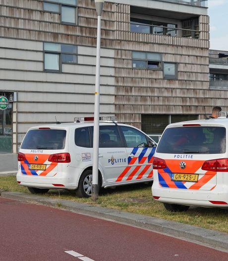 Man in dikke jas pleegt gewapende overval op restaurant in Zwolle en weet ondanks klopjacht te ontkomen