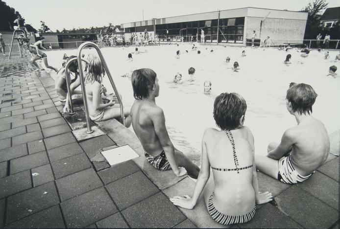 De Dubbel in 1979, ook toen was het zwembad al mateloos populair onder Dubbeldammers.
