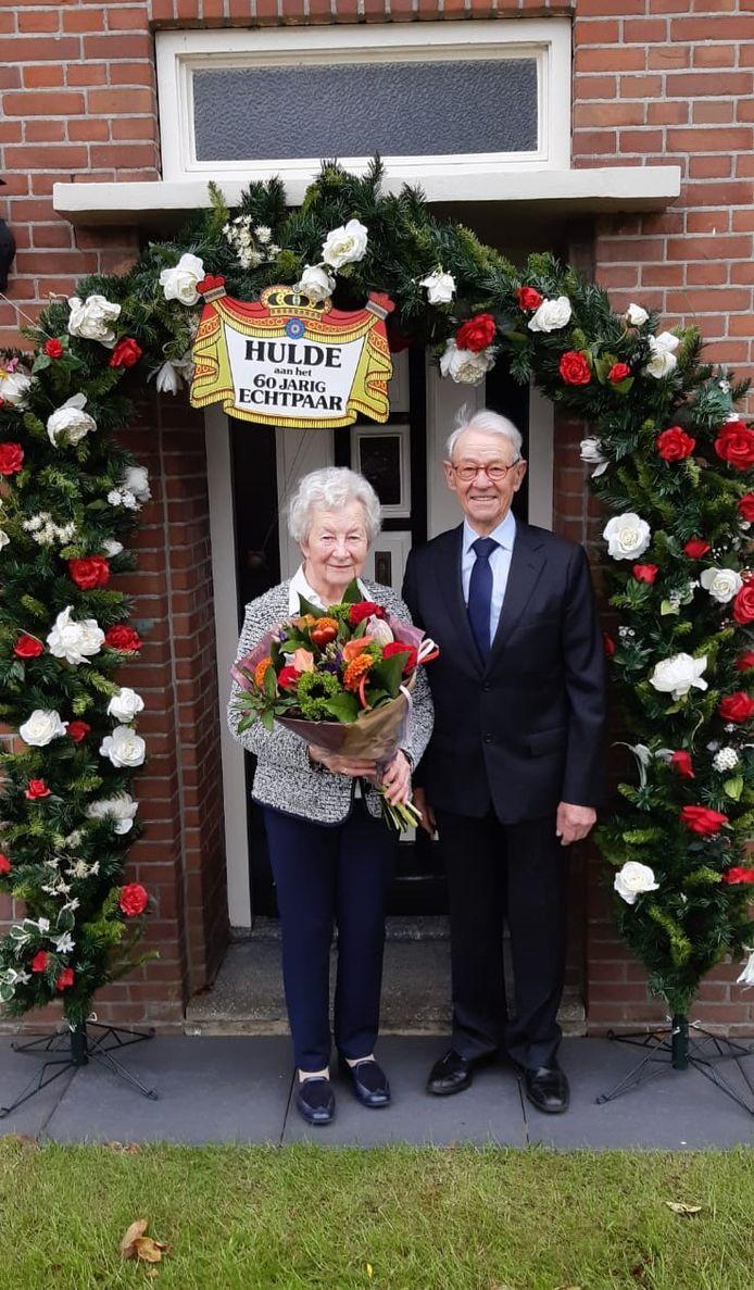 Antoon en Fien van Eng – van Uden uit Maren-Kessel zijn zestig jaar getrouwd.