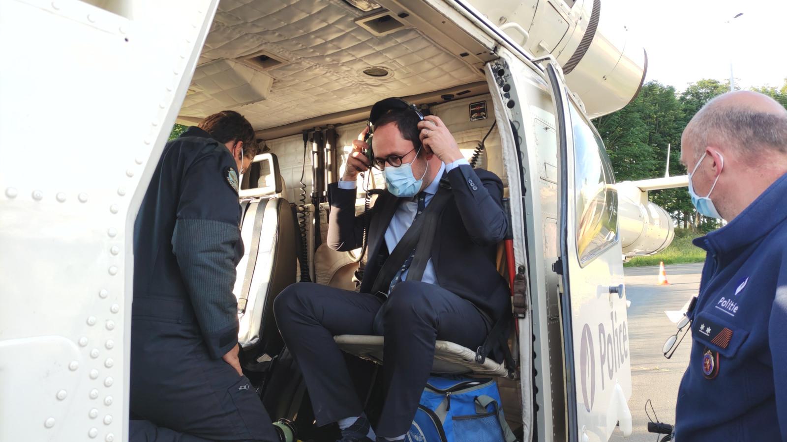 Minister van Justitie Vincent Van Quickenborne volgde de actie ook mee vanuit de lucht met een helikopter.