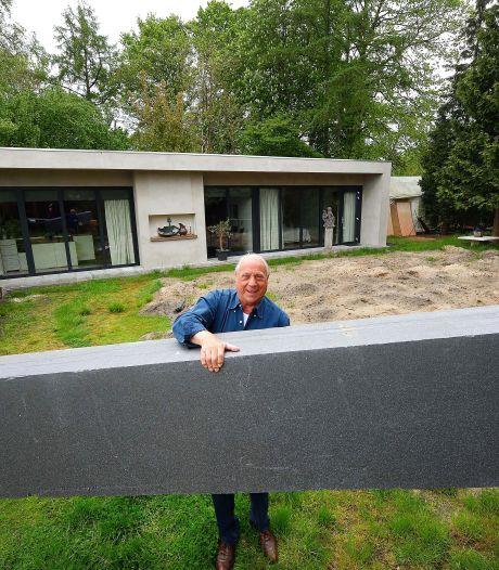 Piet woont in een huis van piepschuim: 'Het weegt 5.000 kilo, da's zeven keer lichter dan een stenen woning'