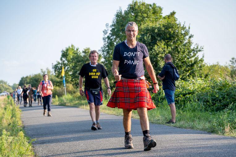 'Niet panikeren', weet deze wandelaar in Schotse kilt.