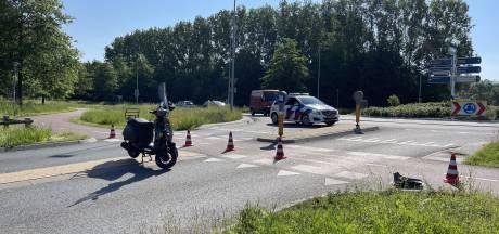 Opnieuw ongeluk op gevaarlijke rotonde in Doetinchem: twee jongens op scooter gewond