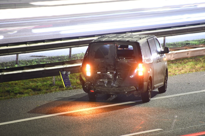 Een van de auto's die vanochtend betrokken was bij het ongeluk op de A12 tussen De Meern en Woerden.