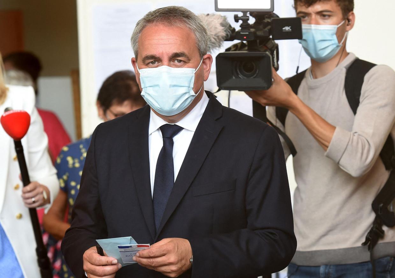Xavier Bertrand in Saint-Quentin, vlak nadat hij gestemd heeft.  Beeld AFP