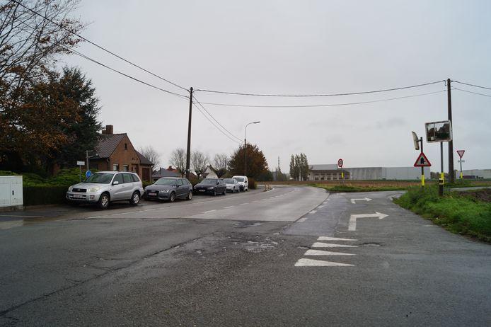 De Roeselarestraat in Oostnieuwkerke is dringend aan vernieuwing toe