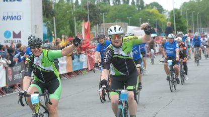Moedige fietsers trappen voor 1.000km tegen kanker
