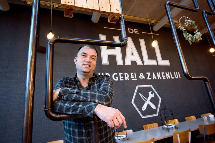 Frans van Hall van De Hall verzorgt sinds januari de catering op het Minkema College.