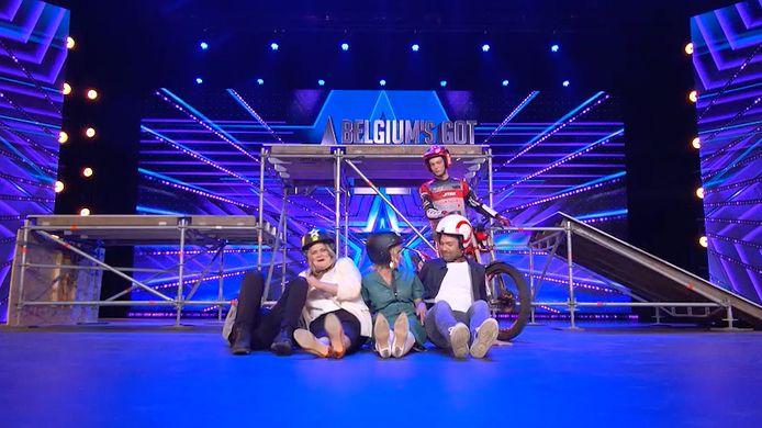 In het nieuwe seizoen van 'Belgium's Got Talent' wordt de gloednieuwe jury meteen uitgedaagd door een maffe motorrijder.