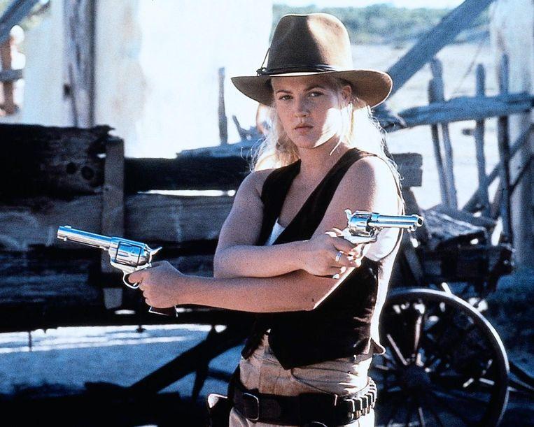 Drew Barrymore als Lilly Laronette in Bad Girls (1994). Beeld null
