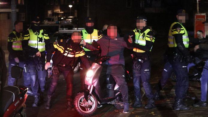 Een persoon wordt maandagavond aangehouden in de Arnhemse wijk Geitenkamp.
