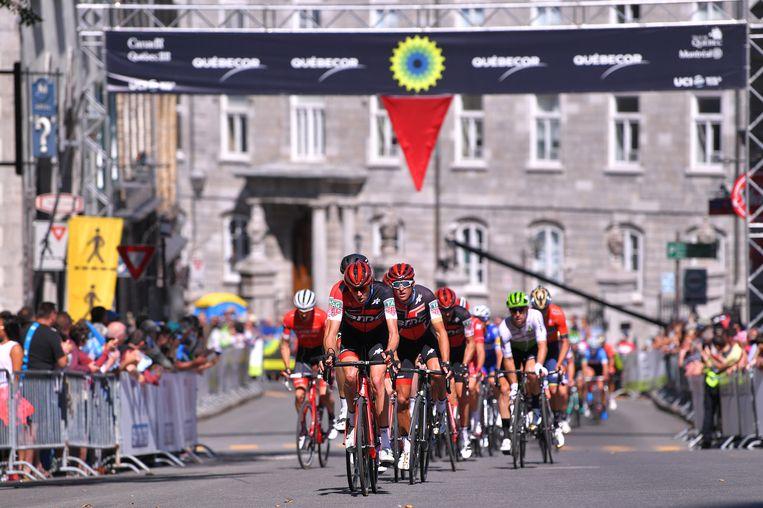 De BMC-troepen van Greg Van Avermaet sleuren op kop in de GP van Quebec. Hij wordt tweede in de sprint. Beeld Getty Images