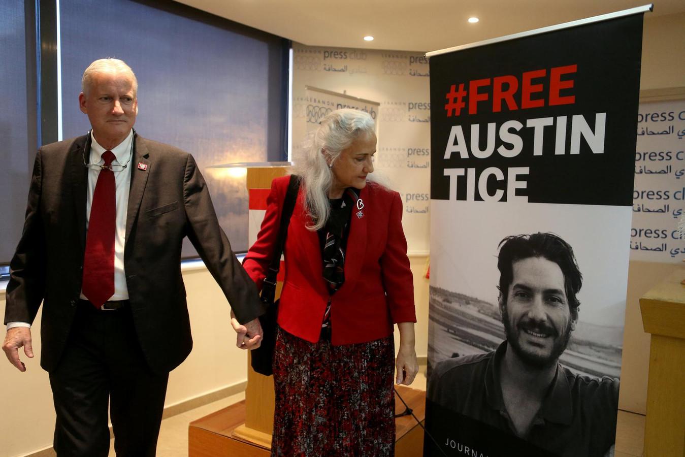 De ouders van de in Syrië verdwenen Amerikaanse journalist Austin Tice (rechts op beeld) houden een persconferentie. Archiefbeeld.