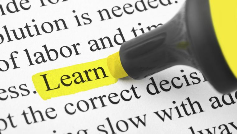 Iets markeren in een cursus helpt niet noodzakelijk voor het beter onthouden van leerstof. Beeld THINKSTOCK