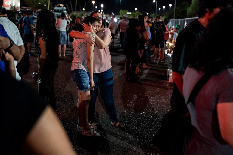 In El Paso worden de slachtoffers van de aanslag herdacht.